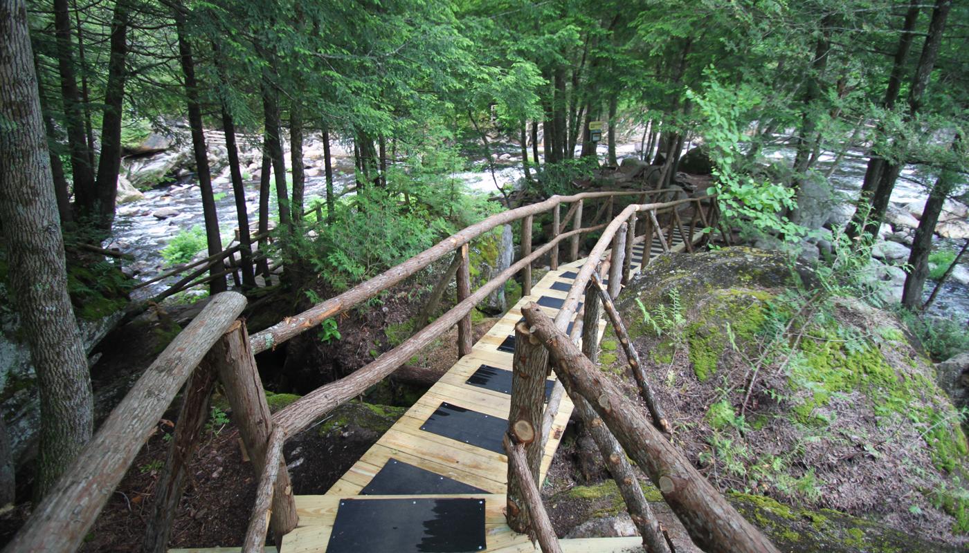 Natural Stone Bridge & Caves Park